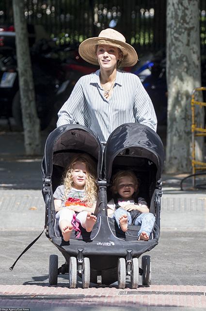 Блейк Лайвли с детьми