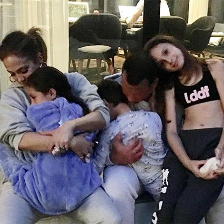 Дженнифер Лопес и Алекс Родригес с детьми