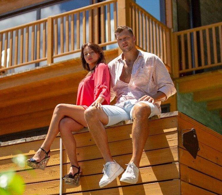 Александра Шева и Виктор Шароваров отправились на Сейшелы укреплять свои отношения