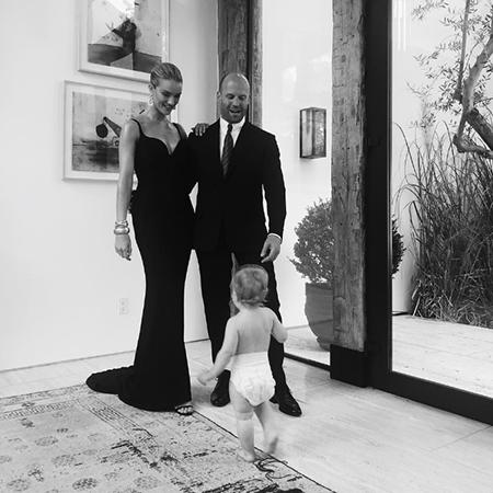 Рози Хантингтон-Уайтли и Джейсон Стэтхем с сыном