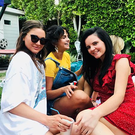 Селена Гомес с подругами