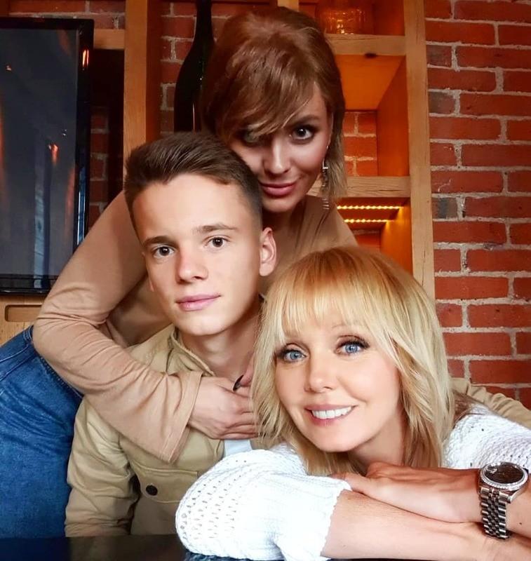 50-летняя Валерия поделилась фото с повзрослевшими детьми