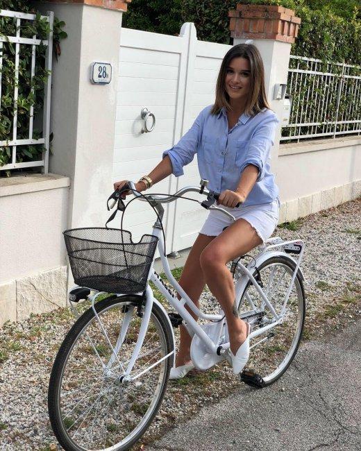 Ксения Бородина думала, что обула модные туфли, но ее назвали Маленьким Муком