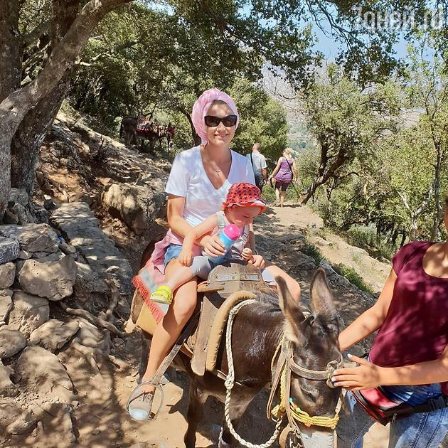 Оксана Акиньшина с дочкой Эмми