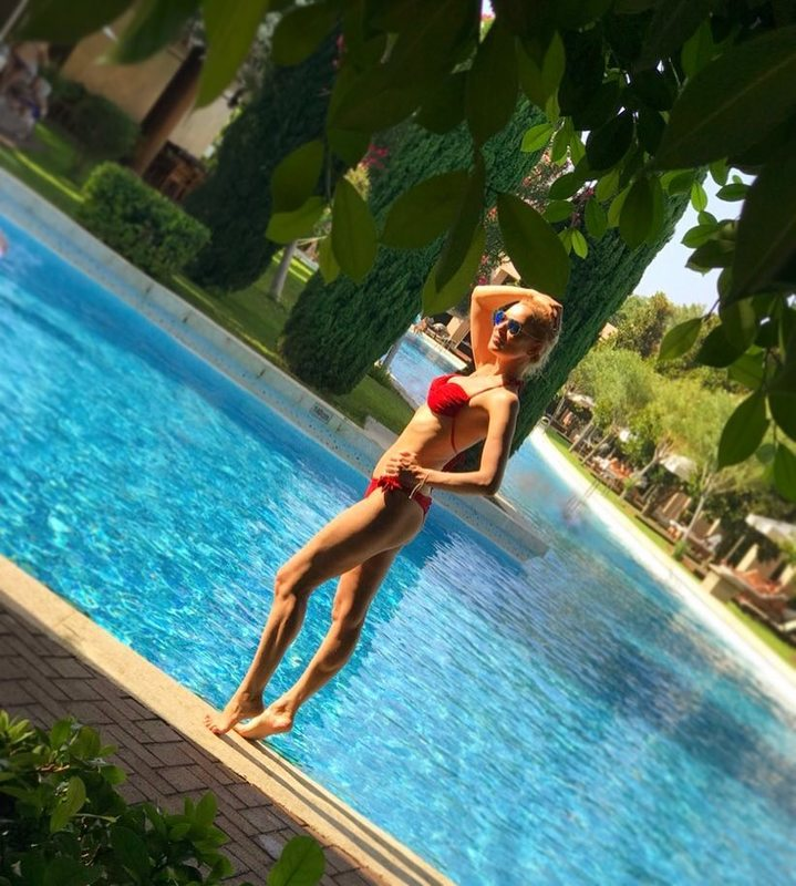 44-летняя Олеся Судзиловская показала во всей красе фигуру в бикини