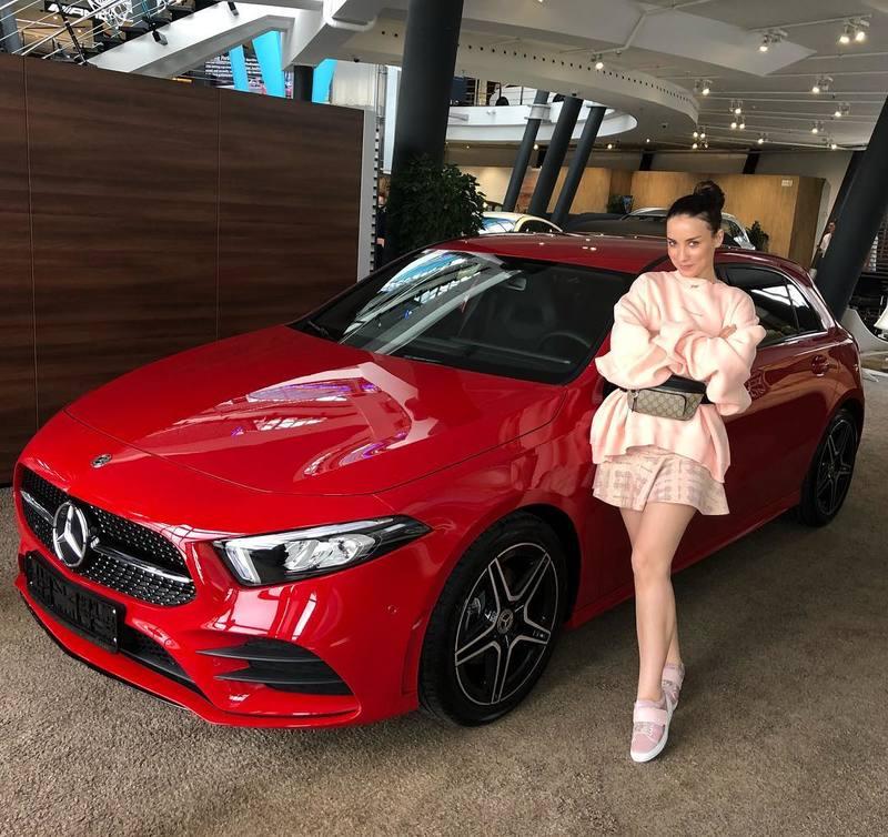 Виктория Дайнеко похвасталась новой машиной