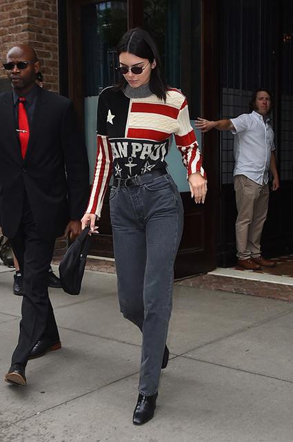 Свитер Jean Paul Gaultier, ботинки Givenchy, сумка Prada