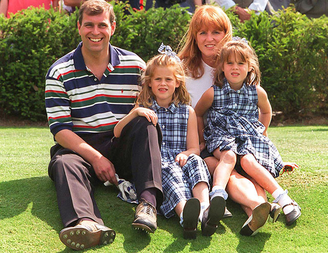 Принц Эндрю и Сара Фергюсон с дочерьми