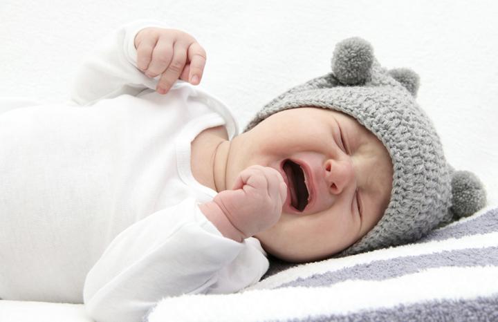 грудной ребенок плачет