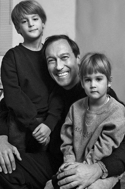 Олег Янковский с внуками