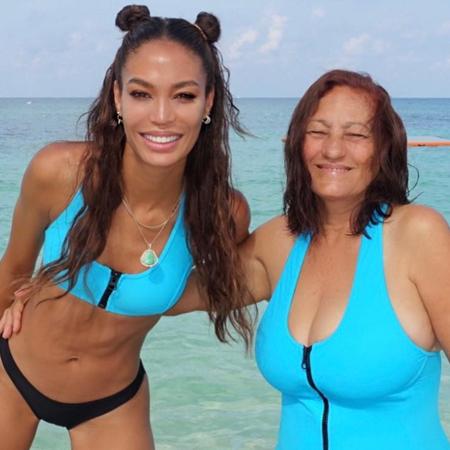 Джоан Смоллс с мамой