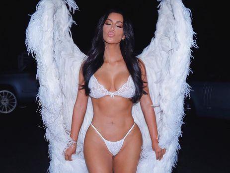 Кардашян примерила образ ангела