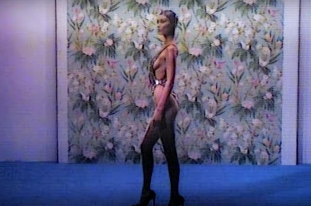 Белла Хадид в кадре из съемки Love magazine