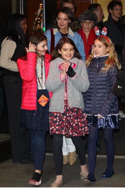 Кэти Холмс с дочерью Сури и ее подружками
