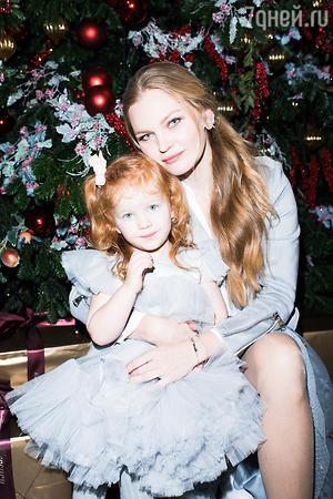 Елена Кулецкая с дочкой Никой