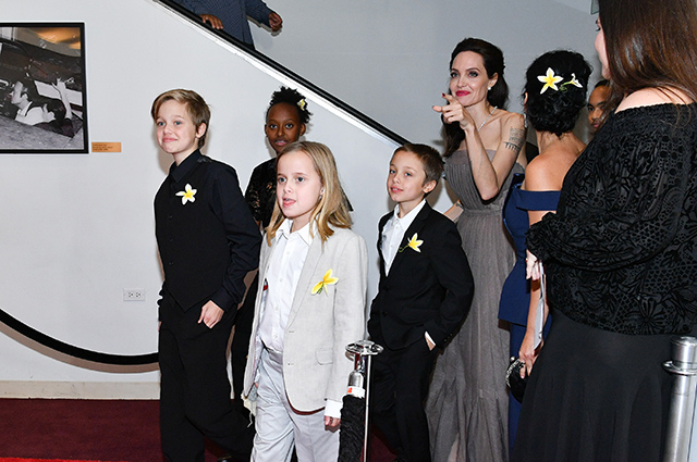 Анджелина Джоли с детьми