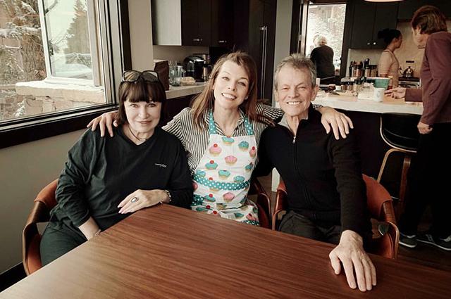 Милла Йовович с родителями