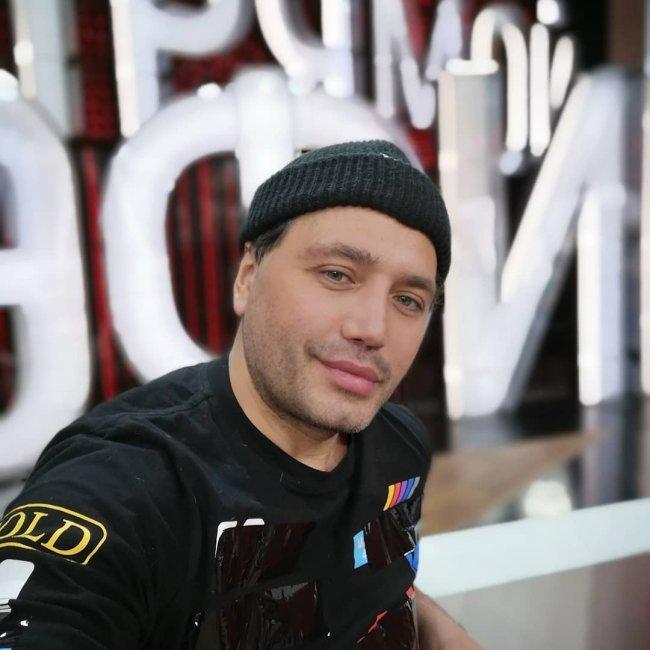 Андрей Черкасов вызвал Рустама Солнцева на дуэль: кто соблазнительнее?