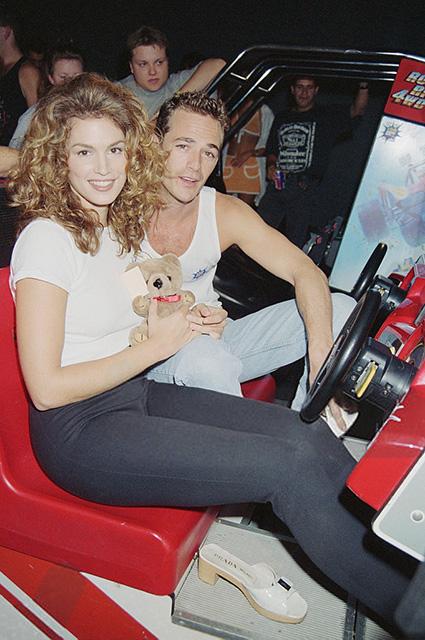 Синди Кроуфорд и Люк Перри, 1995 год