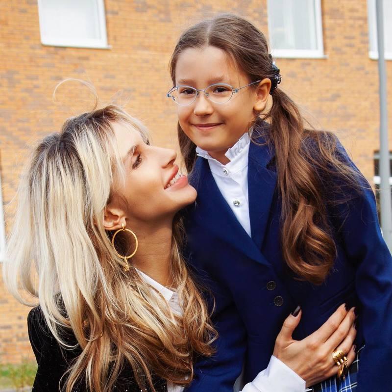 Ани Лорак и Светлана Лобода тратят на обучение своих дочерей в школе больше двух миллионов рублей в год