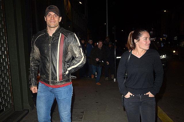 Генри Кавилл встречается с девушкой-пожарным