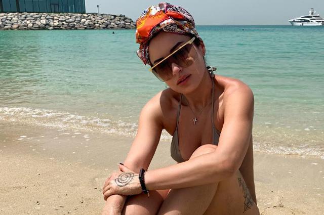 Тина Канделаки отдыхает в Дубае и публикует фото в бикини