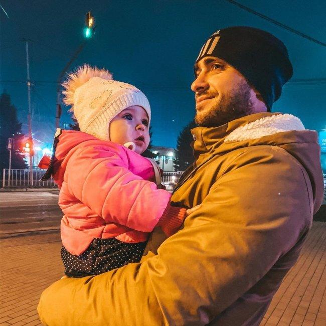 Алексей Безус встретился с маленькой Мией