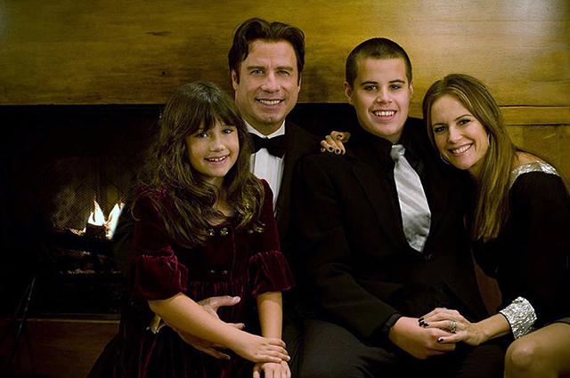 Джон Траволта с женой Келли Престон, дочерью Эллой и сыном Джеттом