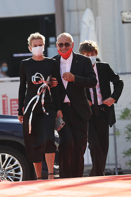 Юлия Высоцкая и Андрей Кончаловский с сыном Петей