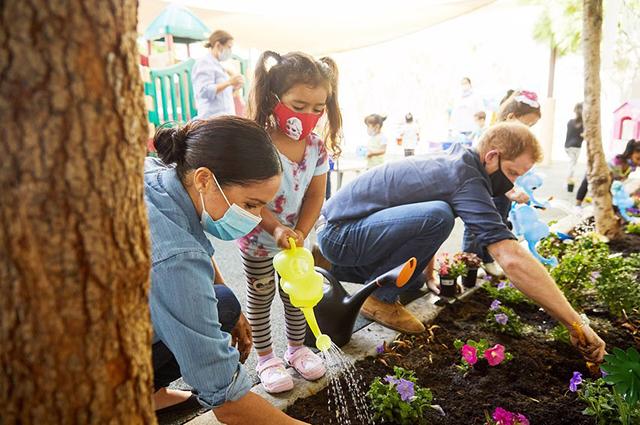 Меган Маркл и принц Гарри посетили дошкольный образовательный центр в Лос-Анджелесе
