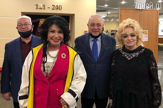 Надежда Кадышева на съезде международного Союза деятелей эстрадного искусства