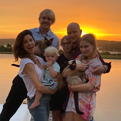 Джастин Портман с сыновьями Лукасом, Лео, Виктором, дочерью Невой и женой Морган Снайдер