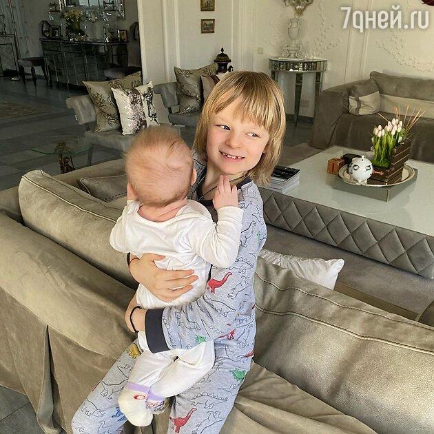 Дети Яны Рудковской