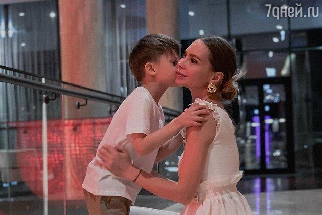 Наталья Горчакова с сыном - фото