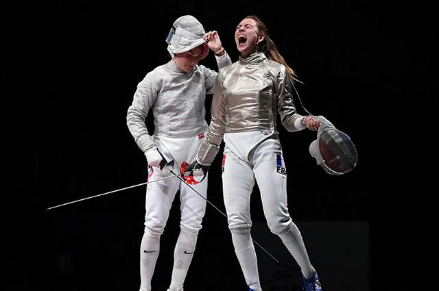 Софья Позднякова с соперницей из Франции