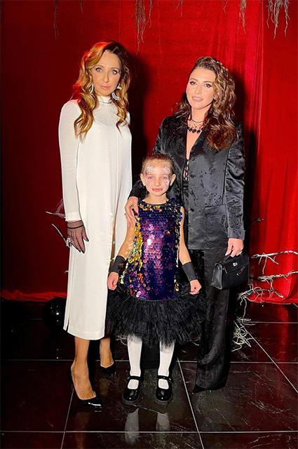 Татьяна Навка с дочерью Надей и певицей Жасмин