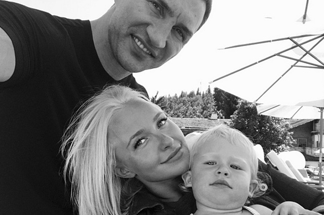 Владимир Кличко и Хайден Панеттьери с дочерью Кайей Евдокией