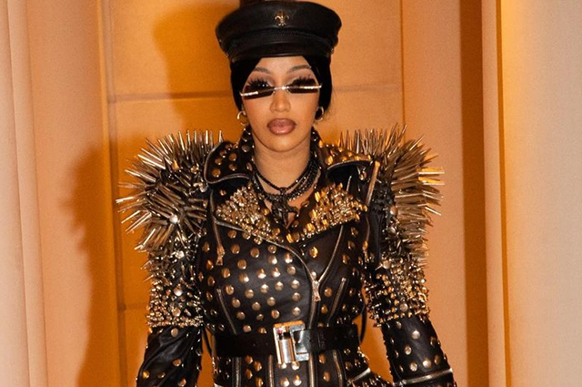 Карди Би стала звездой Недели моды в Париже — все благодаря очень ярким нарядам